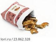 Купить «Сушёные белые грибы высыпаются из мешочка», эксклюзивное фото № 23862328, снято 11 сентября 2016 г. (c) Dmitry29 / Фотобанк Лори