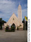 Купить «Вьетнам. Католический храм.», фото № 23873224, снято 26 июня 2014 г. (c) Рашит Загидуллин / Фотобанк Лори