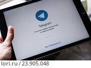 Купить «Приложение Telegram для iPad», фото № 23905048, снято 23 октября 2016 г. (c) Богданов Степан / Фотобанк Лори