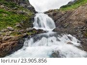 Купить «Водопад, горный массив Вачкажец на Камчатке», фото № 23905856, снято 29 июля 2016 г. (c) А. А. Пирагис / Фотобанк Лори
