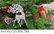 Купить «Decoration of Christmas tree deer toy», видеоролик № 23906788, снято 17 ноября 2015 г. (c) Александр Багно / Фотобанк Лори