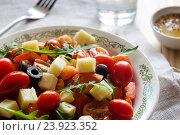 Купить «Овощной салат с сыром и рукколой», фото № 23923352, снято 26 мая 2016 г. (c) Сергей Вольченко / Фотобанк Лори