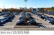 Купить «Автомобили на парковке», фото № 23923568, снято 17 октября 2016 г. (c) Alexander Tihonovs / Фотобанк Лори