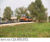 Купить «Строительство дороги в сельской местности», фото № 23955072, снято 29 августа 2006 г. (c) Юрий Серебряков / Фотобанк Лори