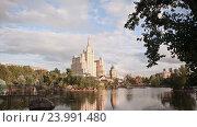 Купить «Вид на здание на Кудринской площади, Москва», видеоролик № 23991480, снято 1 июня 2016 г. (c) Mikhail Davidovich / Фотобанк Лори