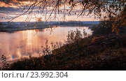 Осенний восход солнца на реке. Стоковое фото, фотограф Павел / Фотобанк Лори
