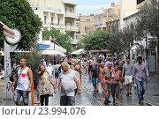Купить «Одна из центральных улиц в Ираклеоне. Крит. Греция», фото № 23994076, снято 20 сентября 2016 г. (c) Алексей Сварцов / Фотобанк Лори