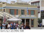 Одна из центральных площадей в Ираклеоне. Крит. Греция (2016 год). Редакционное фото, фотограф Алексей Сварцов / Фотобанк Лори