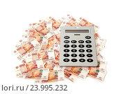 Купить «Пятитысячные купюры и калькулятор», фото № 23995232, снято 20 апреля 2014 г. (c) Владимир Журавлев / Фотобанк Лори
