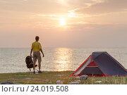 Восход солнца в кемпинге. Стоковое фото, фотограф Станислав Толстнев / Фотобанк Лори