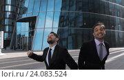 Бизнесмены прыгают, празднуя свою победу. Стоковое видео, видеограф Алексей Собченко / Фотобанк Лори