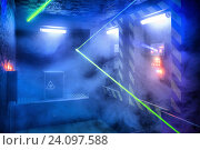Технологическая комната с лазером в дыму. Стоковое фото, фотограф Кривцов Алексей / Фотобанк Лори