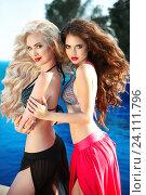 Две красивые девушки в купальниках. Стоковое фото, фотограф Photobeauty / Фотобанк Лори