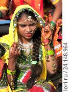 Купить «Девушка в красочной этнической одежде на ярмарке Пушкар. Пушкарь, Раджастхан, Индия.», фото № 24148964, снято 21 ноября 2012 г. (c) photoff / Фотобанк Лори