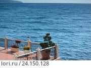 Купить «Терраса миниотеля с видом на море. Крым, Форос», фото № 24150128, снято 13 сентября 2016 г. (c) Ирина Носова / Фотобанк Лори