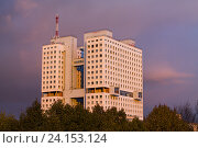 Дом Советов в Калининграде на закате (2016 год). Стоковое фото, фотограф Ксения Семенова / Фотобанк Лори
