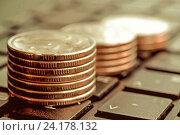 Купить «Монеты, сложенные в столбики на клавиатуре», фото № 24178132, снято 10 декабря 2015 г. (c) Сергеев Валерий / Фотобанк Лори