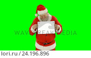 Купить «Portrait of santa claus holding blank placard», видеоролик № 24196896, снято 9 июля 2020 г. (c) Wavebreak Media / Фотобанк Лори