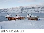 Купить «Старый катер на берегу. Териберка зимой», фото № 24206184, снято 5 ноября 2016 г. (c) Victoria Demidova / Фотобанк Лори