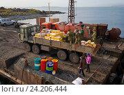 Купить «Выгрузка продуктов питания и топлива на острове Беринга», фото № 24206444, снято 24 сентября 2016 г. (c) Дмитрий УТКИН / Фотобанк Лори