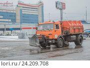 Купить «Снегоуборочная машина», фото № 24209708, снято 5 ноября 2016 г. (c) Краснова Ирина / Фотобанк Лори