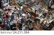 Купить «Encants Vells is one of the oldest markets in Europe», видеоролик № 24211384, снято 8 октября 2016 г. (c) Яков Филимонов / Фотобанк Лори