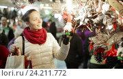 Купить «Smiling girl shopping at festive fair», видеоролик № 24211772, снято 2 декабря 2015 г. (c) Яков Филимонов / Фотобанк Лори
