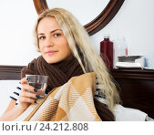 Купить «Girl wrapping herself in scarf», фото № 24212808, снято 21 апреля 2019 г. (c) Яков Филимонов / Фотобанк Лори
