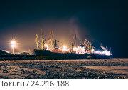 Грузовой корабль в северном порту. Стоковое фото, фотограф Standard Primitive / Фотобанк Лори