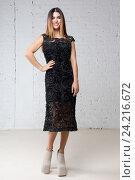 Купить «Женщина в черном вечернем платье», фото № 24216672, снято 14 декабря 2015 г. (c) Ekaterina Demidova / Фотобанк Лори