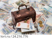 Купить «Много денег в сундуке. Накопления», фото № 24216776, снято 11 ноября 2016 г. (c) Наталья Осипова / Фотобанк Лори