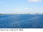Вид на автомобильный мост через реку Волга, соединяющий города Саратов и Энгельс, фото № 24217956, снято 28 июня 2016 г. (c) Татьяна Кахилл / Фотобанк Лори
