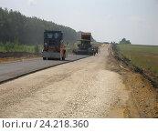 Купить «Строительство автодороги летом в поле вдоль лесопосадок», фото № 24218360, снято 16 июля 2008 г. (c) Юрий Серебряков / Фотобанк Лори