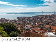 Вид Лиссабона от замка Святого Георгия в солнечный день (2016 год). Стоковое фото, фотограф Михаил Никитин / Фотобанк Лори