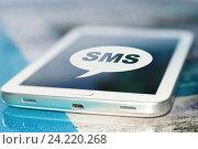 Купить «Символ cмс на экране сотового телефона», фото № 24220268, снято 13 января 2015 г. (c) Сергеев Валерий / Фотобанк Лори