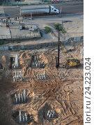 Купить «Подмосковная Балашиха, реконструкция трассы М7, возведение бетонных оснований», эксклюзивное фото № 24223024, снято 7 мая 2016 г. (c) Дмитрий Неумоин / Фотобанк Лори