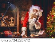 Купить «Santa Clause is preparing gifts», фото № 24226612, снято 8 ноября 2016 г. (c) Константин Юганов / Фотобанк Лори