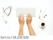 Купить «Рабочий стол женщины с клавиатурой и чашкой кофе», фото № 24230520, снято 19 октября 2016 г. (c) Екатерина Рыбина / Фотобанк Лори