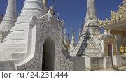 Купить «Храмовый комплекс Шве-Инн-Тхейн-Пайя в Мьянме», видеоролик № 24231444, снято 16 ноября 2016 г. (c) Михаил Коханчиков / Фотобанк Лори