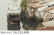 Купить «Трущобы на реке. Хошимин. Вьетнам», фото № 24233848, снято 27 июня 2019 г. (c) Mikhail Davidovich / Фотобанк Лори