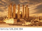 Храм Артемиды в древнеримском городе Гераса на закате, современный Джераш, Иордания (2013 год). Стоковое фото, фотограф Наталья Волкова / Фотобанк Лори