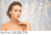 Купить «beautiful woman wearing shiny diamond pendant», фото № 24236716, снято 17 марта 2013 г. (c) Syda Productions / Фотобанк Лори