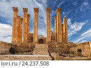 Temple of Artemis in the ancient Roman city of Gerasa at the sunset, preset-day Jerash, Jordan (2015 год). Стоковое фото, фотограф Наталья Волкова / Фотобанк Лори