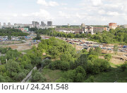 Купить «Подмосковная Балашиха, реконструкция трассы М7 в районе Южного микрорайона», эксклюзивное фото № 24241548, снято 26 мая 2016 г. (c) Дмитрий Неумоин / Фотобанк Лори