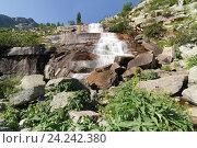 Купить «Ергаки. Водопад Мраморный», эксклюзивное фото № 24242380, снято 5 августа 2016 г. (c) Шичкина Антонина / Фотобанк Лори