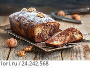 Купить «Шоколадный кекс с грецкими орехами и апельсиновой цедрой», фото № 24242568, снято 4 сентября 2016 г. (c) Марина Сапрунова / Фотобанк Лори