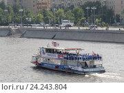 Купить «Речной теплоход на Москве-реке, на заднем плане Фрунзенская набережная», эксклюзивное фото № 24243804, снято 29 мая 2016 г. (c) Дмитрий Неумоин / Фотобанк Лори