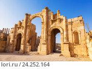 Купить «South gate of the Ancient Roman city of Gerasa, modern Jerash, Jordan», фото № 24252164, снято 3 ноября 2016 г. (c) Наталья Волкова / Фотобанк Лори