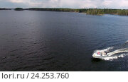 Купить «Моторная лодка едет по лесному озеру, вид сверху.», фото № 24253760, снято 16 января 2019 г. (c) Кекяляйнен Андрей / Фотобанк Лори