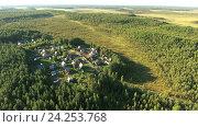 Дачный поселок в лесу среди болот, вид сверху, Карелия. Стоковое фото, фотограф Кекяляйнен Андрей / Фотобанк Лори